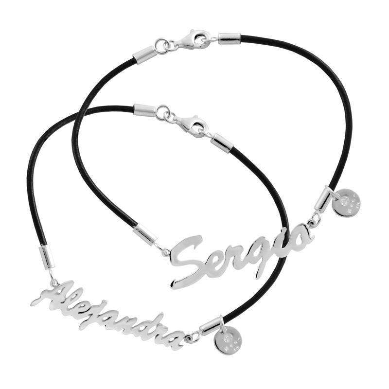 Pulsera-de-cuero-con-letrero-en-plata-Sergio-y-Alejandra